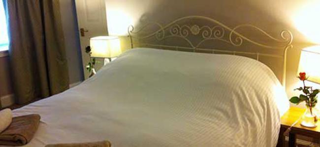 Grassmarket flat double bedroom